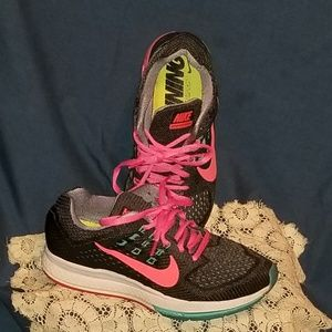 Nike Zoom Structure 18 running shoe